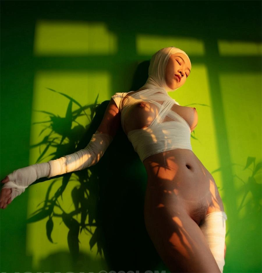 超高价购得另类艺术摄影大师李思谋作品集美女嫩模颜值都非常高裸体各种异类风格套图+视频 制服诱惑-第4张