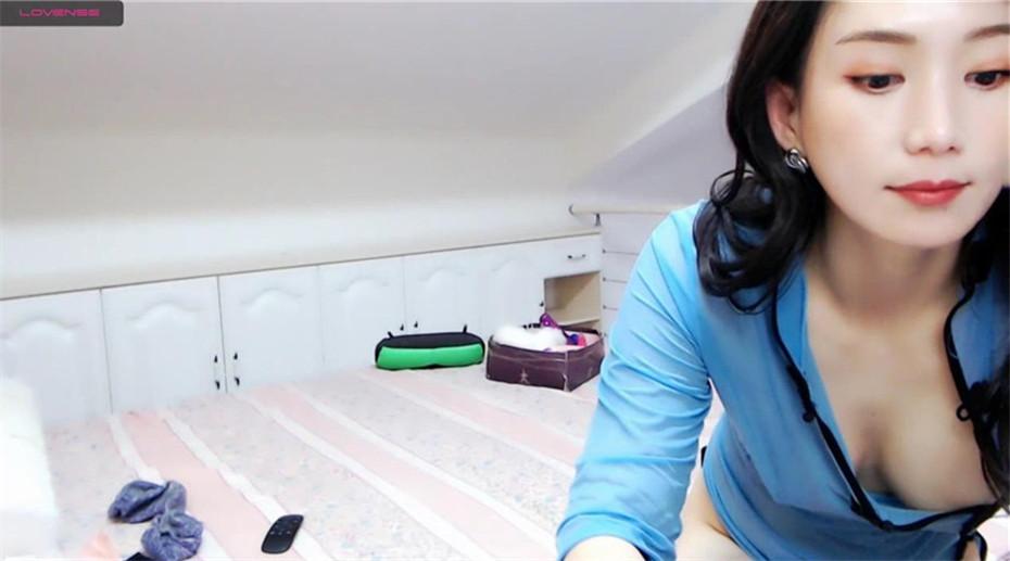 超级像『林志玲』的极品美女蓝色旗袍终极魅惑 白嫩美乳 玩穴呻吟 舞骚弄姿 极品粉穴好想上 公共场所露出-第1张