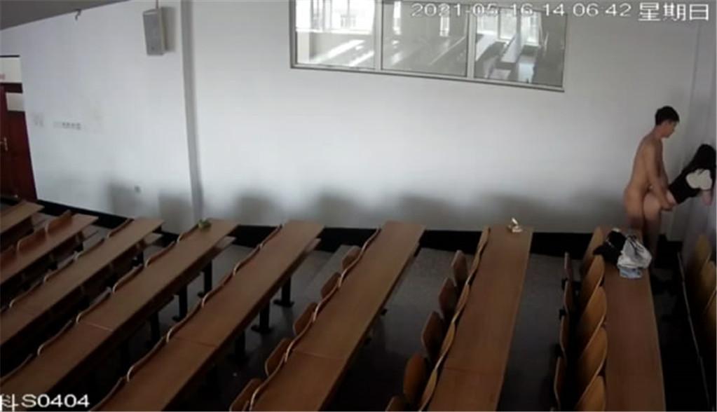 【已修正】【网曝门事件】震惊!最新学校偷拍❤黑龙江某大学讲座教室学生情侣偷偷做爱『最新重磅新瓜』 公共场所露出-第10张